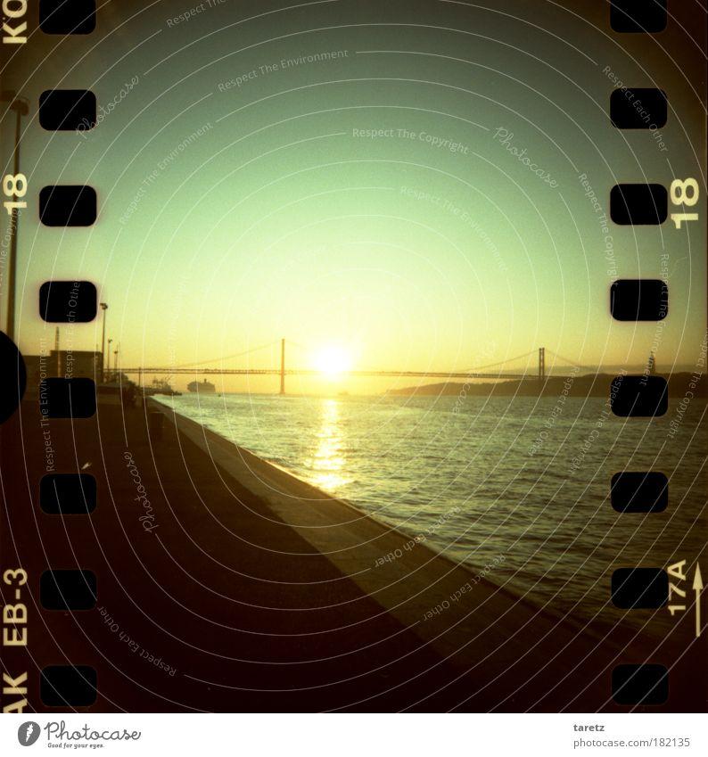Sonnenaufgang über dem Tejo Ferien & Urlaub & Reisen Ferne Freiheit Sommer Sommerurlaub Wolkenloser Himmel Sonnenuntergang Schönes Wetter Flussufer Tejo-Brücke