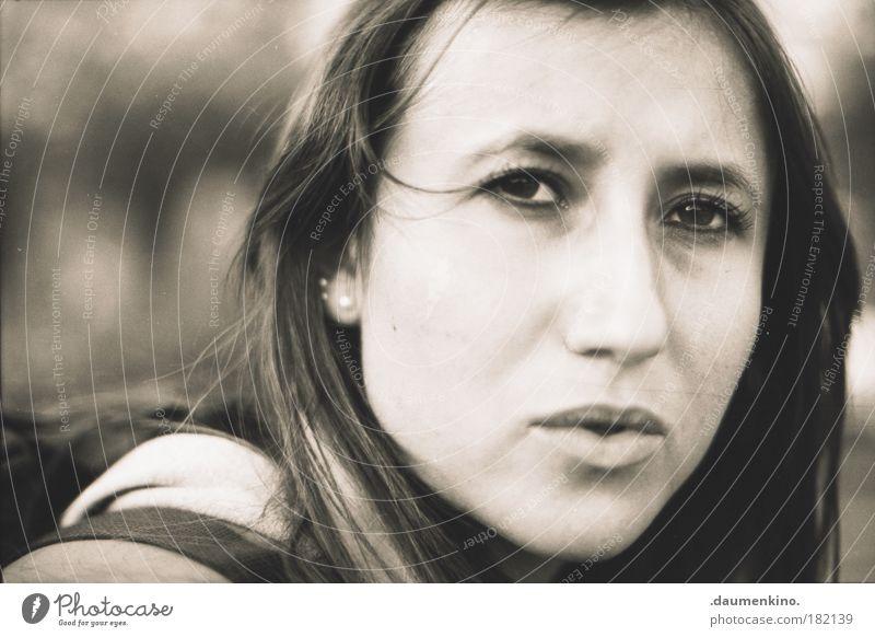 confusion Natur Jugendliche Gesicht Leben feminin Stil Kopf Denken Erwachsene ästhetisch Frau Information beobachten natürlich Porträt entdecken