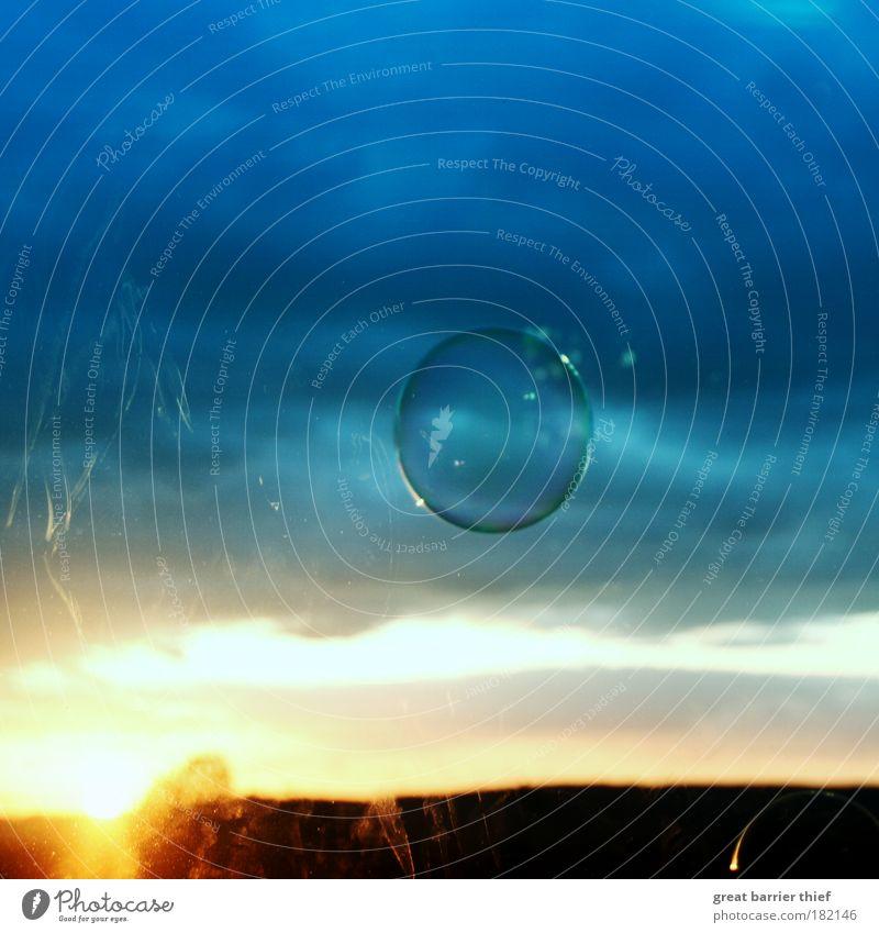 Ich will raus!!! Himmel Sonne blau Lomografie Wolken gelb Herbst Fenster Sonnenuntergang Luft Glas Wind Wetter fliegen gold Horizont