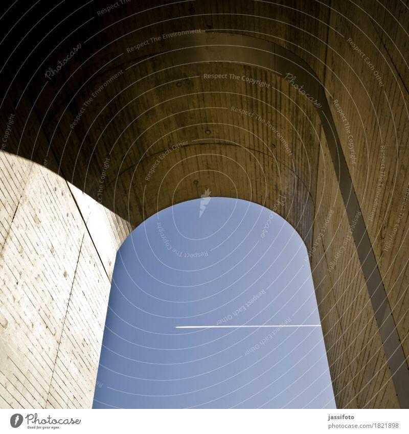 Luftraum Brücke Tunnel Bauwerk Architektur Mauer Wand Flugzeug blau Bewegung Geschwindigkeit Mobilität Ferne Aachen Bogen Brückenpfeiler Burtscheider Viadukt