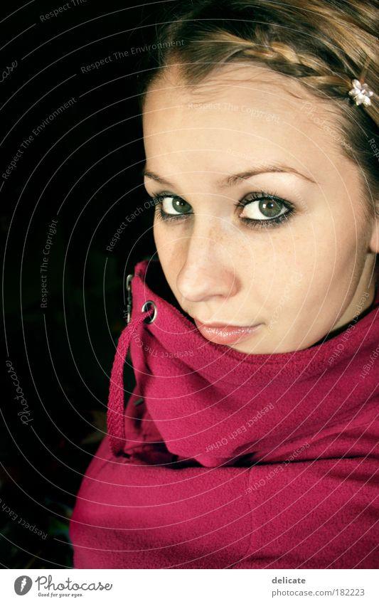 Nobody said it was easy Farbfoto Nahaufnahme Porträt Blick in die Kamera feminin Junge Frau Jugendliche 18-30 Jahre Erwachsene Pullover blond frieren