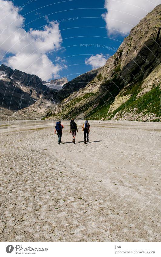 Zustieg Farbfoto Außenaufnahme Tag Freizeit & Hobby Bergsteigen wandern zustieg Abenteuer Sommer Berge u. Gebirge gipfelstürmer Klettern Mensch maskulin 3