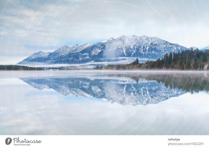 Gebirgszug reflektierte sich im Barmsee See, Deutschland Berge u. Gebirge Natur Landschaft Himmel Wolken Herbst Nebel Alpen Gelassenheit Wasser Oberfläche