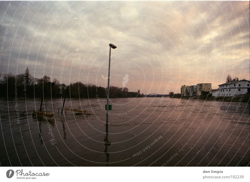 hochwasser Außenaufnahme Dämmerung Reflexion & Spiegelung Lichterscheinung Sonnenaufgang Sonnenuntergang Starke Tiefenschärfe Zentralperspektive Weitwinkel
