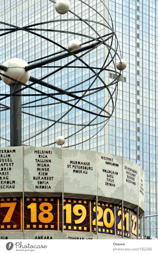 Stundenhotel Berlin Alexanderplatz Weltzeituhr Uhr Zeit Planet Kreis rund Kugel Umlaufbahn Sonne Merkur Erde Mars Venus Jupiter Uranus Saturn Hotel Fassade Glas