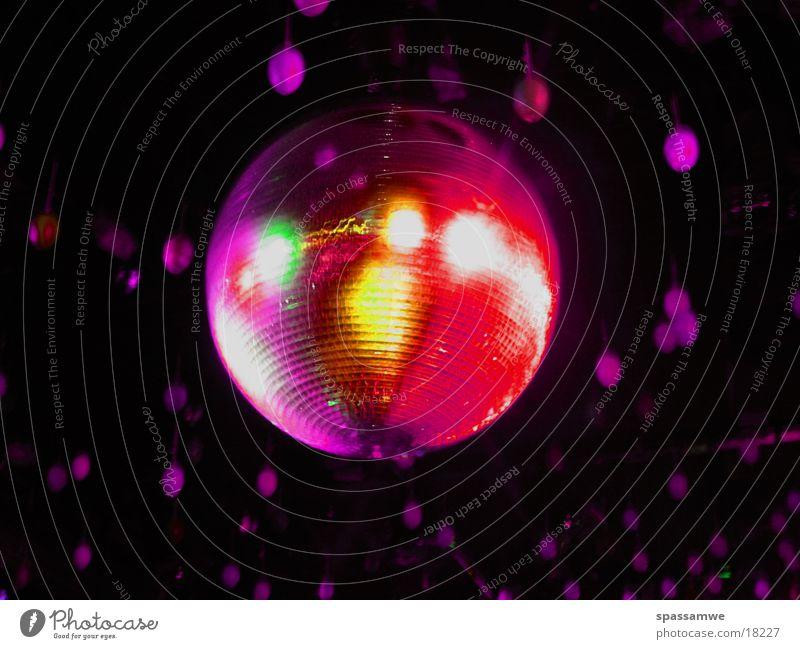 Discokugel Licht Langzeitbelichtung violett obskur Filter Party