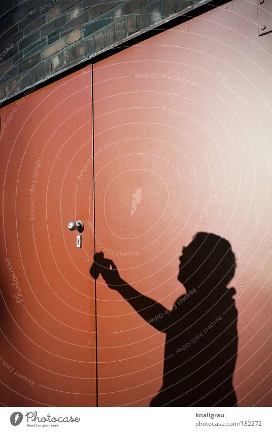 Snapshot Mensch Mann Tür Freizeit & Hobby Fotografie Lifestyle Industriefotografie Fotokamera Rost Momentaufnahme Berufsausbildung Fotografieren Linse Sucher Vignettierung frei