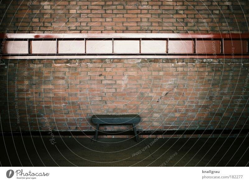 Eine sichere Bank Geldinstitut Industrie Industriefotografie Wand Mauer Hocker Finanzkrise Sicherheit Sinnkrise leer ausdruckslos Menschenleer Posten