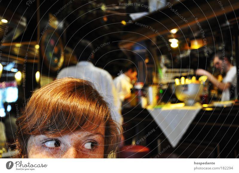 Mädchen mit goldenem Haar Jugendliche schön Erwachsene Auge Gastronomie Haare & Frisuren Stimmung glänzend warten Warmherzigkeit Gesicht Bar 18-30 Jahre Mensch