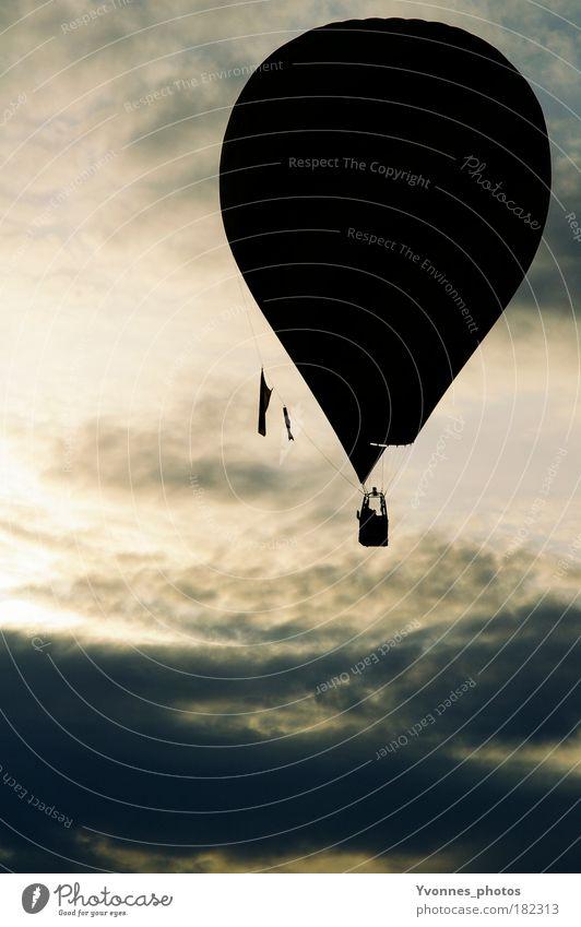 Hot Air ruhig Ausflug Freiheit Luft Himmel Wolken Ballone frei Stimmung Leichtigkeit Ereignisse Schweben Schwerelosigkeit loslassen Atmosphäre Licht Schatten