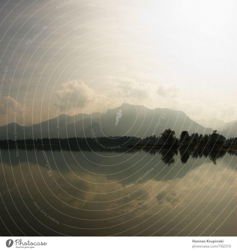 Spieglein, Spieglein auf dem See Wasser Himmel Sommer Wolken Einsamkeit Berge u. Gebirge Freiheit träumen Landschaft Zufriedenheit Stimmung Ausflug ästhetisch