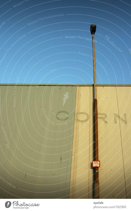 CORN Himmel alt blau Haus Wand Architektur Gebäude Mauer Lampe Wetter braun Fassade Schilder & Markierungen hoch Schriftzeichen