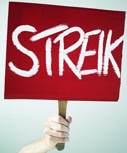 STREIK Kunst Aggression Angst anstrengen Streik widersetzen Widerstandskraft gegen rot Warnfarbe Schilder & Markierungen Mitarbeiter Einkommen Finanzkrise