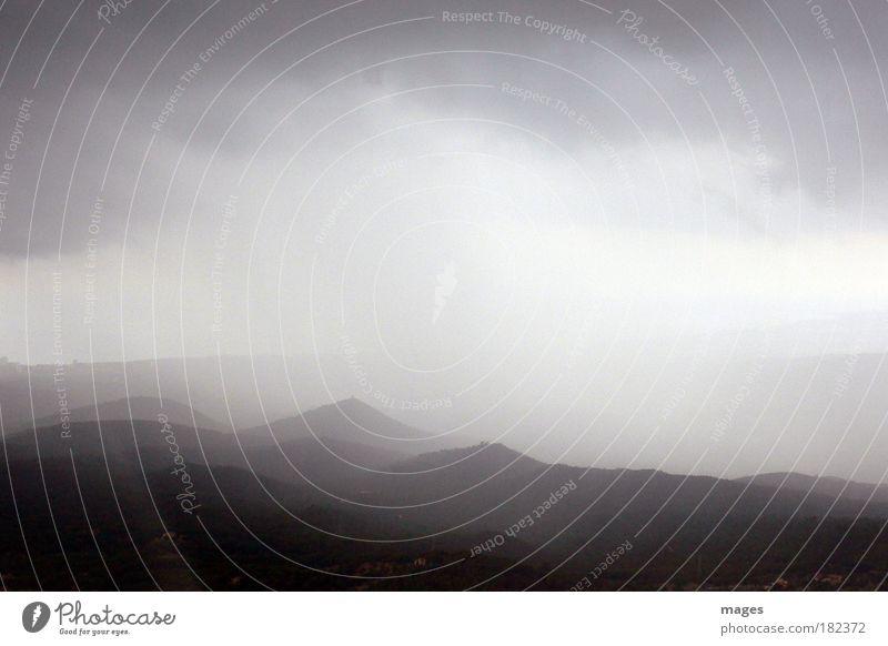 Postkartenwetter Himmel Wolken Ferne dunkel Herbst Berge u. Gebirge Regen Landschaft Umwelt Insel bedrohlich Klima Hügel Gipfel Gewitter