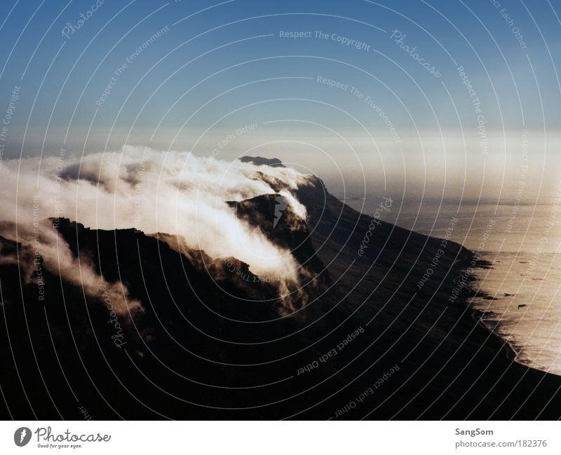 Tablecloth Ferien & Urlaub & Reisen Landschaft Himmel Wolken Nebel Berge u. Gebirge Küste Meer gigantisch hoch Einsamkeit Wandel & Veränderung Tafelberg