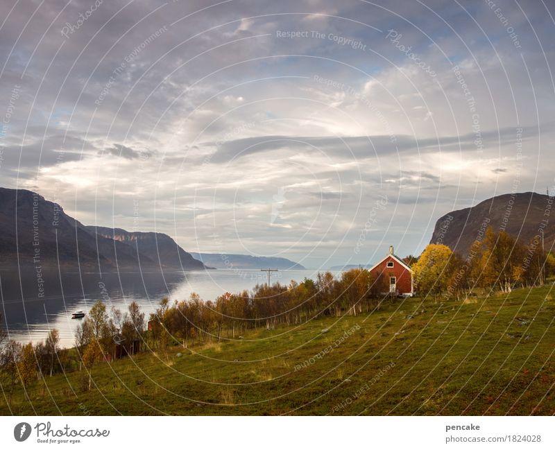 haus im glück Himmel Natur schön Wasser Landschaft rot Wolken Haus Ferne Berge u. Gebirge Herbst Glück Stimmung Erde Idylle retro