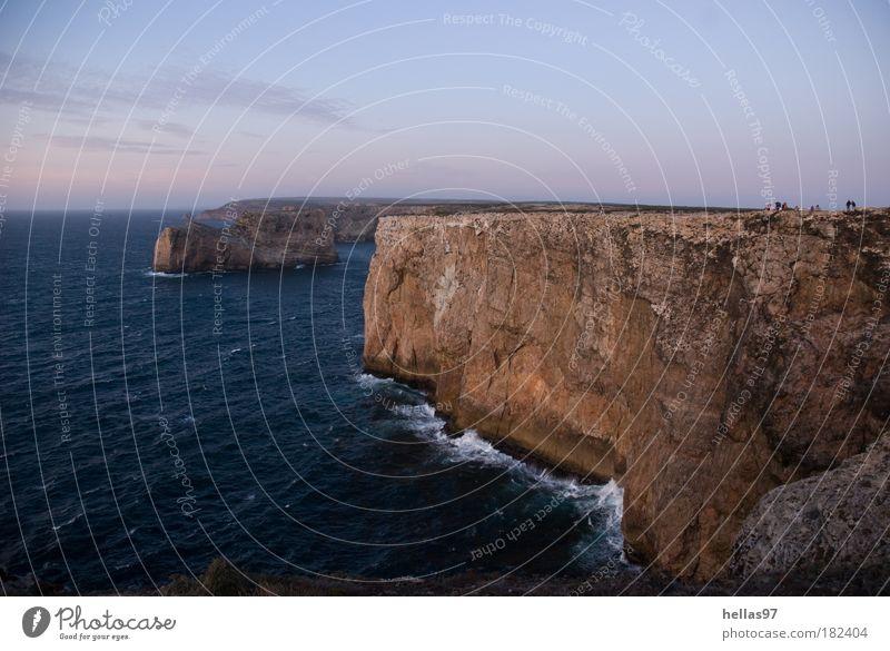 Atlantikküste Wasser Meer blau Einsamkeit Ferne Stein Landschaft braun Wellen Küste Felsen bedrohlich Nachthimmel einzigartig Urelemente Portugal