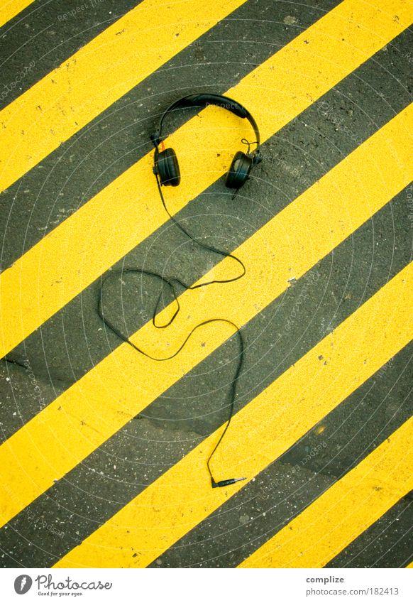 Hang the Dj Straße Musik Linie liegen Freizeit & Hobby Platz Streifen unten diagonal skurril Kopfhörer Jugendkultur Verbote Techno Hiphop