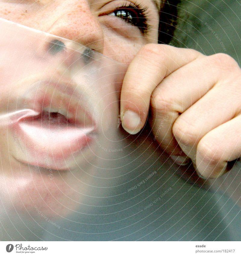 plastiklover Hand Jugendliche Freude Auge feminin Mund lustig Nase frei Finger Küssen einzigartig Sehnsucht berühren Blick