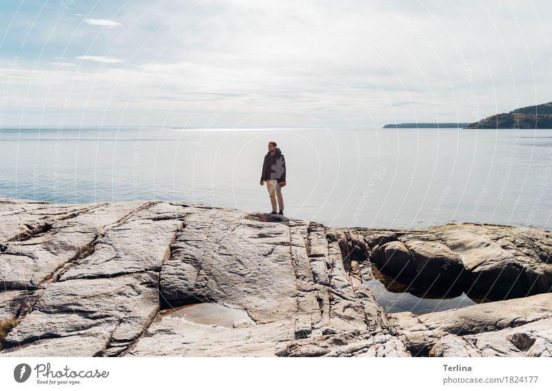 The Fjord Mensch Ferien & Urlaub & Reisen Jugendliche schön Junger Mann Meer Landschaft Ferne Erwachsene Leben Herbst Freiheit Felsen maskulin träumen wandern