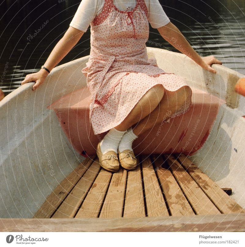 Eine Bootsfahrt die ist kitschig, eine Bootsfahrt... Mensch Natur Sommer Ferien & Urlaub & Reisen Küste Wasserfahrzeug See Ausflug Freizeit & Hobby Lifestyle Fröhlichkeit fahren Kleid festhalten Rockmusik Mut