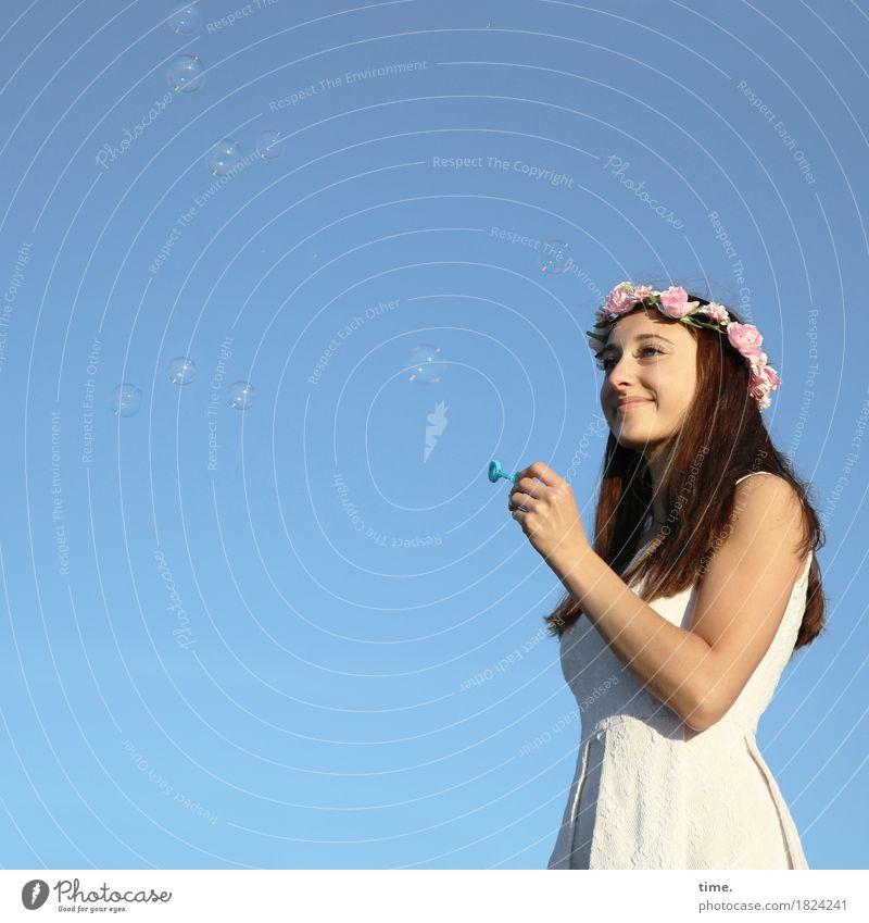 . Mensch schön Blume Erholung Freude Leben feminin Glück Zufriedenheit stehen Fröhlichkeit genießen warten Lebensfreude beobachten Neugier