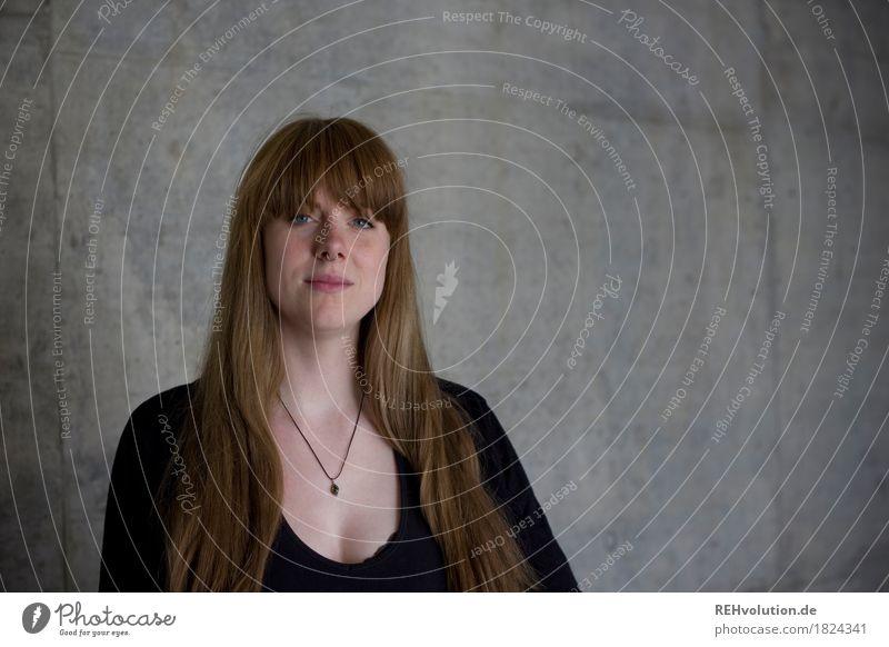 Carina | Betonportrait Mensch Jugendliche schön Junge Frau 18-30 Jahre Gesicht Erwachsene Lifestyle feminin Stil außergewöhnlich Business Design authentisch