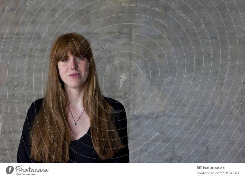 Carina | Betanportrait Mensch Frau Jugendliche schön Junge Frau Freude 18-30 Jahre Erwachsene feminin außergewöhnlich Business grau Haare & Frisuren