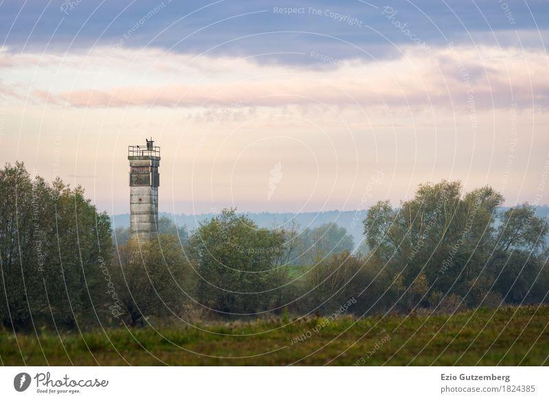 alter DDR Wachturm in Mecklenburg Leben Architektur Boizenburg Deutschland Europa Hafenstadt Menschenleer Turm Bauwerk Sehenswürdigkeit Wahrzeichen Freiheit