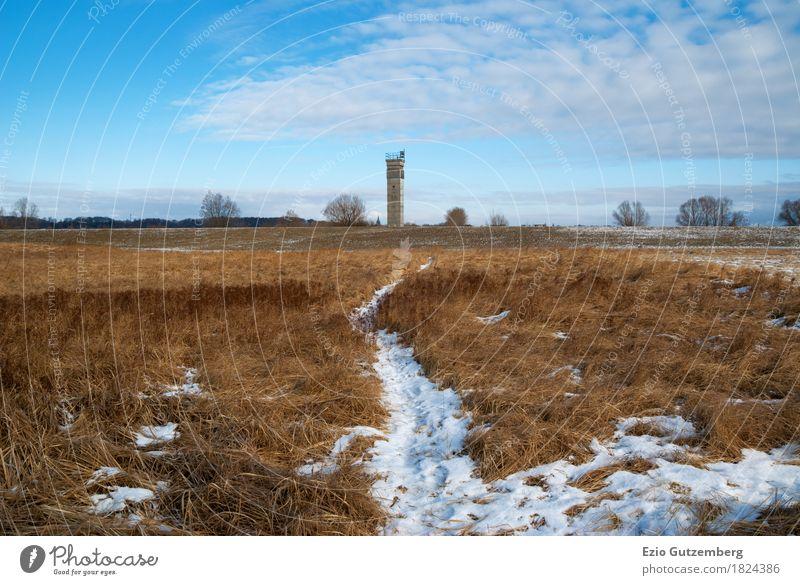 DDR Grenzturm in Mecklenburg an der Elbe im Winter Leben Menschenleer Turm Bauwerk Denkmal Kontrolle Politik & Staat Wachturm Osten Westen Krieg