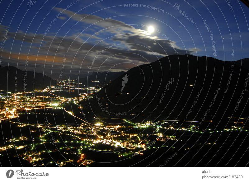 Meran - Zimmer mit Aussicht 2 Natur Himmel Stadt Sommer Ferien & Urlaub & Reisen schwarz Wolken Straße Gefühle Berge u. Gebirge Landschaft Straßenverkehr Wetter Nacht Energiewirtschaft Tourismus