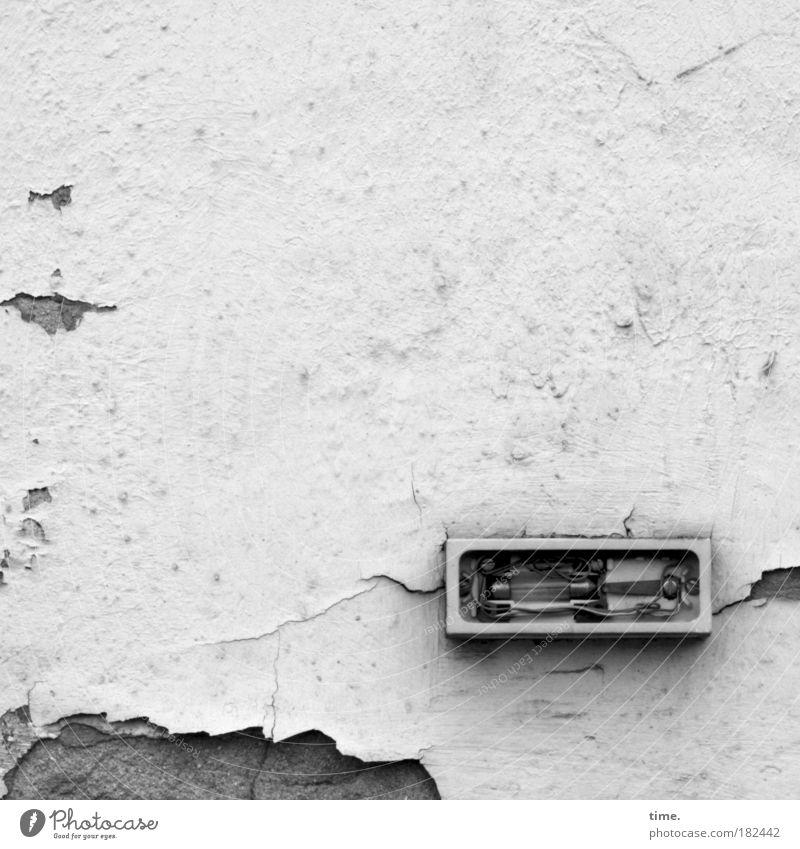 Abgewickelte Heimat (II) Einsamkeit Wand Mauer Elektrizität kaputt Loch Draht Putz Rechteck Sanieren