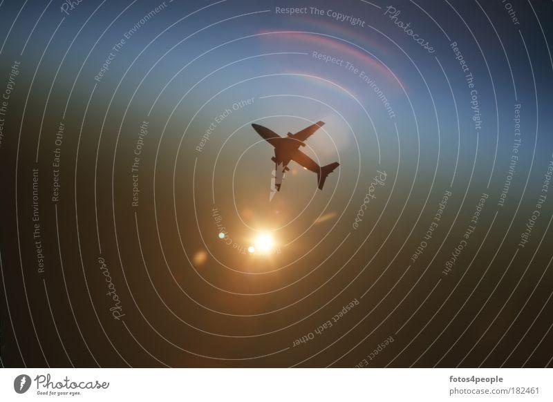 Reisefieber Himmel blau kalt dunkel oben Umwelt braun Flugzeug fliegen Verkehr Tourismus Geschwindigkeit Klima Energiewirtschaft Luftverkehr Technik & Technologie