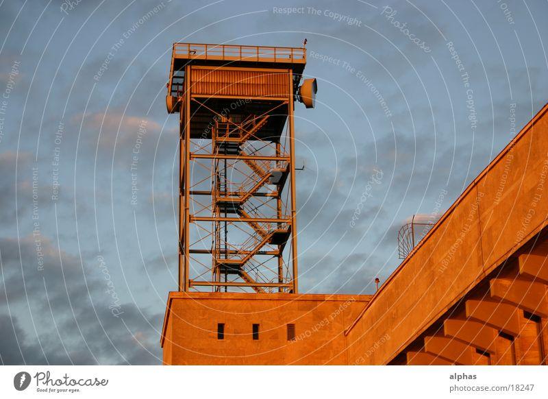 Radarkontrolle Berlin Architektur Flughafen Funktechnik Radarstation Art deco