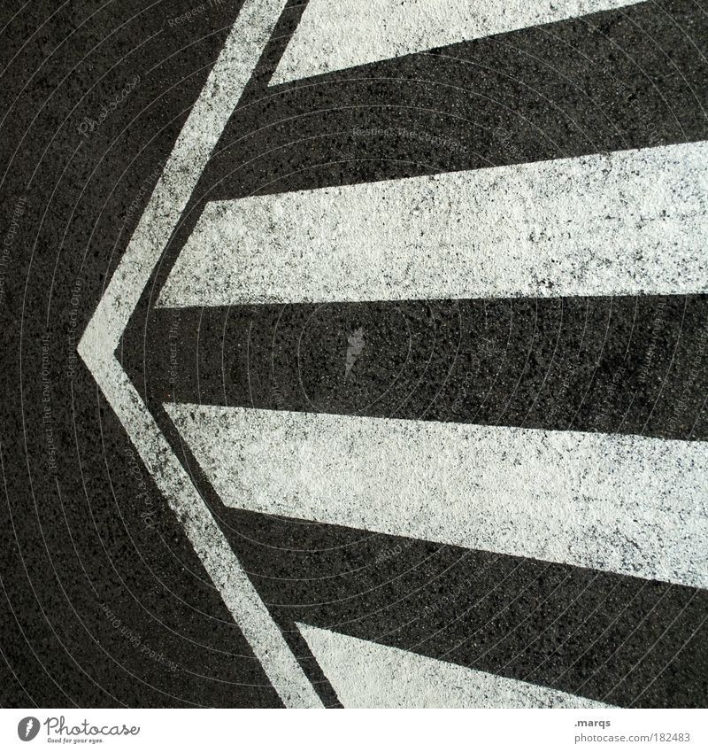 <= Schwarzweißfoto Innenaufnahme abstrakt Muster Menschenleer Vogelperspektive Mathematik Verkehr Verkehrswege Straßenverkehr Autofahren Wege & Pfade