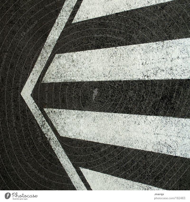 <= weiß Stadt schwarz Straße Wege & Pfade Straßenverkehr Schilder & Markierungen Verkehr einfach Streifen Pfeil Zeichen Verkehrswege skurril Autofahren