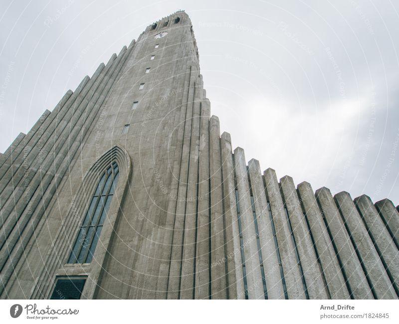 Hallgrímskirkja Ferien & Urlaub & Reisen Tourismus Sightseeing Städtereise Himmel Wolken schlechtes Wetter Reykjavík Island Stadt Hauptstadt Stadtzentrum Kirche