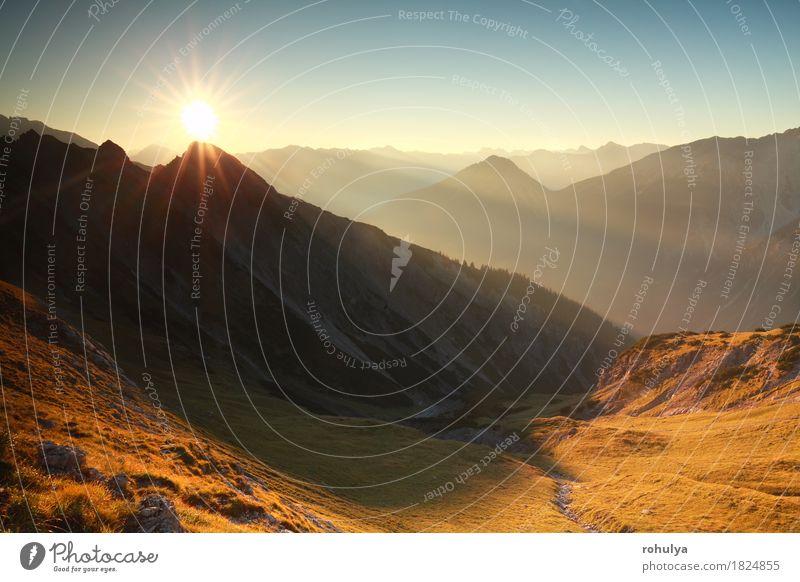 Goldherbstsonnenaufgang in den felsigen Alpen, Österreich Ferien & Urlaub & Reisen Sonne Berge u. Gebirge Natur Landschaft Himmel Herbst Wärme Wiese Felsen blau
