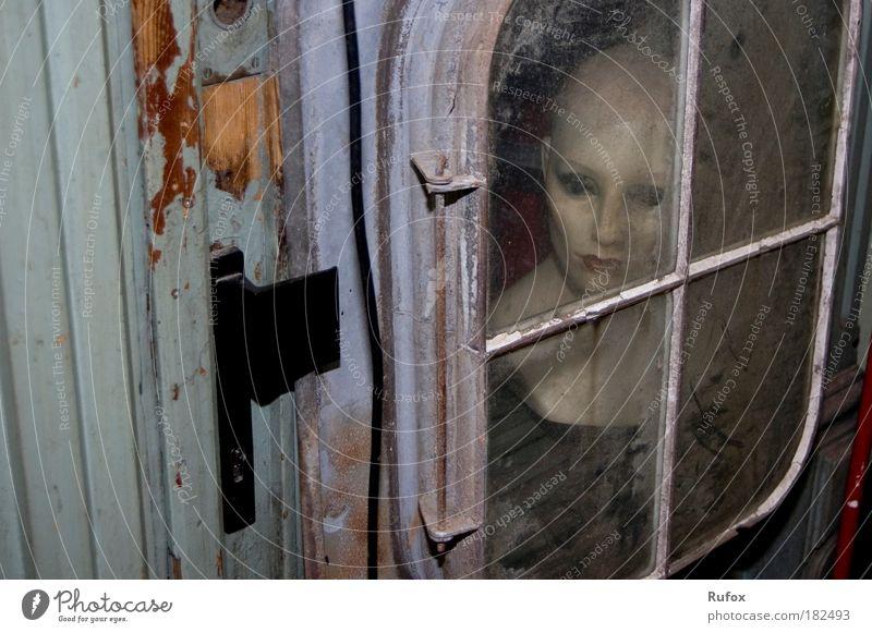 EINZEL((L)(E))Kind Mensch schwarz Erwachsene Gesicht dunkel kalt Holz Kopf Metall Kunst außergewöhnlich Glas Angst kaputt bedrohlich einzigartig