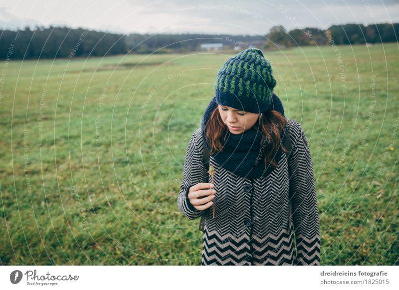 Herbsterwachen Natur Ferien & Urlaub & Reisen Jugendliche Pflanze schön Junge Frau Landschaft Leben Liebe Wiese feminin Glück Wachstum Ausflug einzigartig