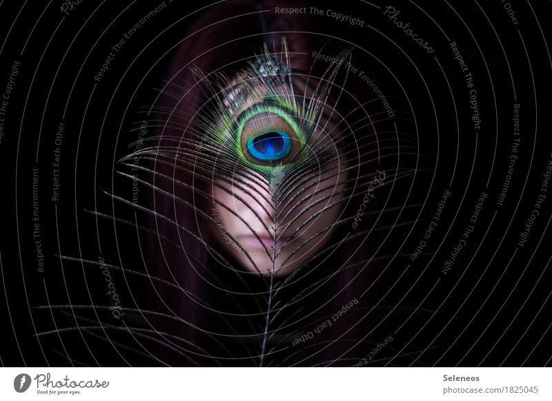 Pfauenauge Mensch Erholung ruhig dunkel feminin Kopf ästhetisch Feder Vertrauen Meditation Sinnesorgane Verschwiegenheit Pfauenfeder