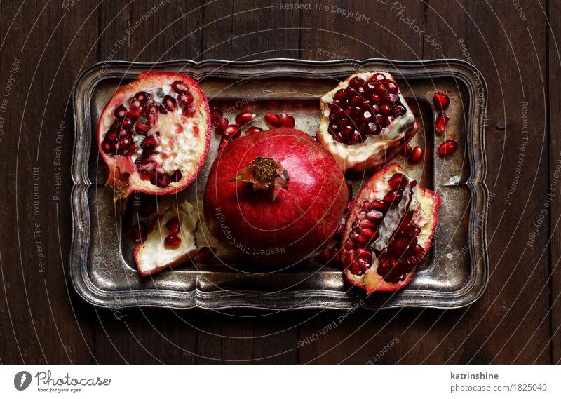 Öffnen Sie frische reife Granatäpfel Frucht Ernährung Vegetarische Ernährung Diät exotisch Holz Metall lecker saftig braun rot Ackerbau Antioxidans Lebensmittel