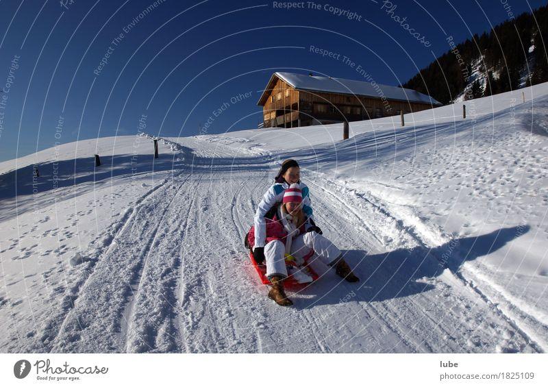 Rodelpartie Natur Ferien & Urlaub & Reisen Landschaft Freude Winter Berge u. Gebirge Straße kalt Wege & Pfade Sport Schnee Tourismus Ausflug Wintersport Winterurlaub Schlitten