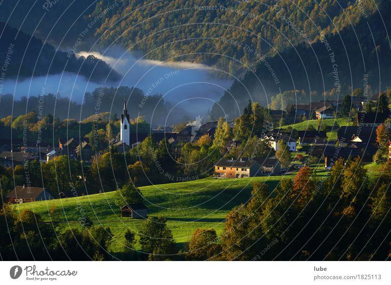Schwarzenberg Ferien & Urlaub & Reisen Tourismus Berge u. Gebirge Umwelt Natur Landschaft Herbst Wetter Nebel Hügel Felsen Alpen Dorf Bregenzerwald