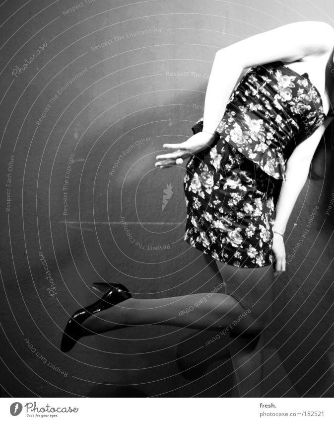 völlig aus dem Rahmen Mensch Jugendliche schön Blume Freude feminin Party Stil Mode Tanzen ästhetisch außergewöhnlich verrückt authentisch Coolness Junge Frau
