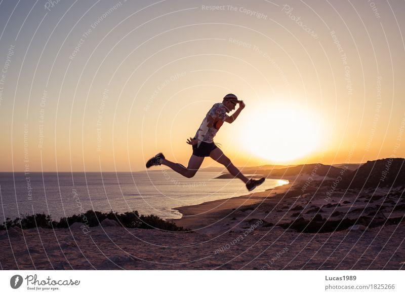 Urlaub Mensch Ferien & Urlaub & Reisen Jugendliche Mann Sommer Sonne Junger Mann Meer Landschaft Freude Ferne Strand 18-30 Jahre Erwachsene Leben Gesundheit