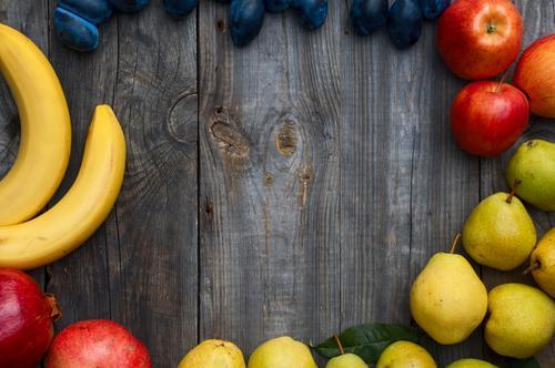 Banane, Apfel, Birne, Pflaume und Granatapfel Lebensmittel Frucht Vegetarische Ernährung Herbst frisch saftig grau essbar Rahmen Gesundheit horizontal Produkt