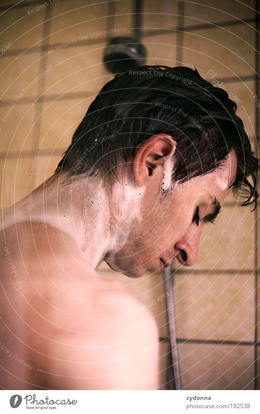 Duschszene Mensch Mann Jugendliche schön ruhig Erwachsene Erholung Leben Gefühle Haare & Frisuren Traurigkeit träumen Haut nass 18-30 Jahre Vergänglichkeit