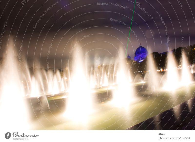 Marienbrunnen Farbfoto Außenaufnahme Menschenleer Textfreiraum oben Nacht Kunstlicht Licht Schatten Kontrast Reflexion & Spiegelung Lichterscheinung