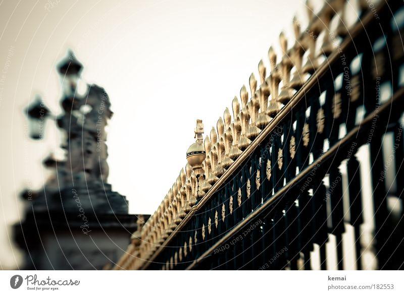 Gülden Ferien & Urlaub & Reisen Ausflug Sightseeing Städtereise London England Burg oder Schloss Zaun Sehenswürdigkeit Buckingham Palace Metall Gold glänzend